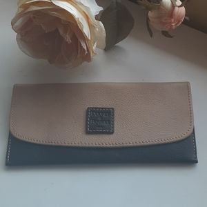 Dooney and Bourke Wallet Beige Black Credit Card